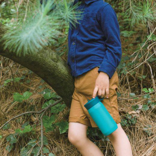turkusowy bidon termiczny dla dzieci play tumbler kinto z uchwytem i słomką