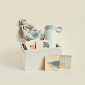 zestaw prezentowy dla dziecka z bidonem i grą memory